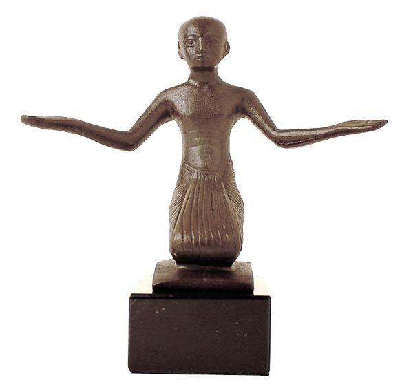 http://www.quirao.com/qimage/p/gde/p5/moulage-du-louvre-musee-rmn-statue-pretre-en-priere-egypte-bronze-ze000004.jpg