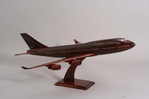 maquette d'avion Boeing 747 - 400 sur socle bois  Quirao idées cadeaux