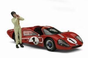 miniature de voiture Ford GT40 MKIV  #1  Le Mans 1967 + figurine (Exoto 18058S) Exoto Quirao idées cadeaux