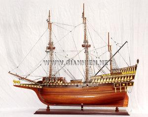 maquette de bateau, voilier, runabout Golden Hint (coque 80 cm) Gia Nhien Quirao idées cadeaux