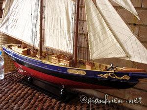 maquette de bateau, voilier, runabout Bluenose II - 100 cm Gia Nhien Quirao idées cadeaux