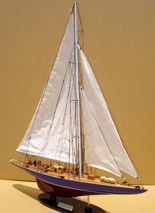 maquette de bateau, voilier, runabout Endeavour 50 cm Gia Nhien Quirao idées cadeaux