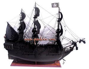 maquette de bateau, voilier, runabout Pirate Ship (coque 80 cm) Gia Nhien Quirao idées cadeaux