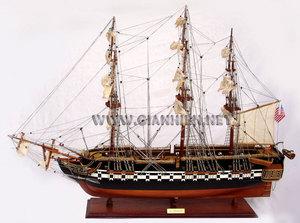 maquette de bateau, voilier, runabout USS Constitution  (coque 80 cm) peint Gia Nhien Quirao idées cadeaux