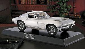 miniature de voiture Chevrolet Corvette Stingray 1963 Metal poli 1:12e The Franklin Mint Quirao idées cadeaux