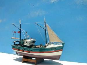 maquette de bateau, voilier, runabout Vendéen Chalutier de St Gilles 60 cm Le Village Maquettes de bateaux Quirao idées cadeaux