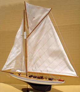 maquette de bateau, voilier, runabout Defender 60 cm Gia Nhien Quirao idées cadeaux