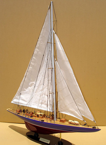 maquette de bateau, voilier, runabout Endeavour 60 cm Gia Nhien Quirao idées cadeaux