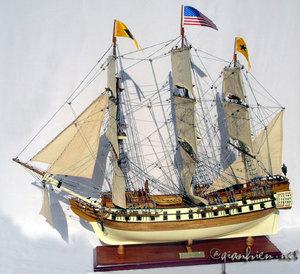 maquette de bateau, voilier, runabout Bonhomme Richard - (coque 58 cm) Gia Nhien Quirao idées cadeaux