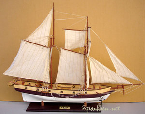 maquette de bateau, voilier, runabout Lynx (coque 60 cm) Gia Nhien Quirao idées cadeaux