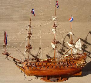 maquette de bateau, voilier, runabout Zeven Provincien (coque 80 cm) Gia Nhien Quirao idées cadeaux