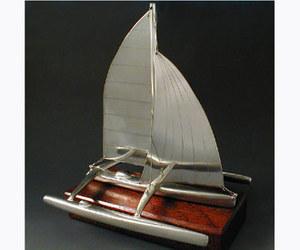 maquette de bateau, voilier, runabout Trimaran Serge Leibovitz Quirao idées cadeaux