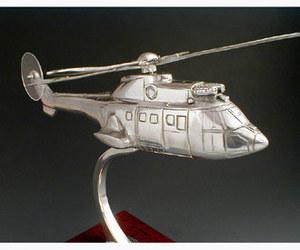 maquette d'helicoptère Eurocopter Cougar Serge Leibovitz Quirao idées cadeaux