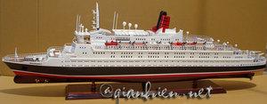 maquette de bateau, voilier, runabout Queen Elizabeth 2 - 100 cm Gia Nhien Quirao idées cadeaux