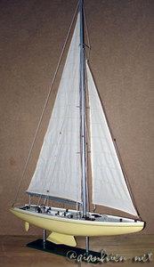 maquette de bateau, voilier, runabout Australia II 80 cm crème Gia Nhien Quirao idées cadeaux