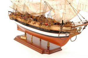 maquette de bateau, voilier, runabout Astrolabe peint - 84 cm Premier Ship Models Quirao idées cadeaux