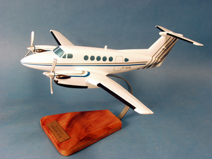 maquette d'avion Beechcraft 200 Super King Air - Civil - 48 cm Pilot's Station Quirao idées cadeaux