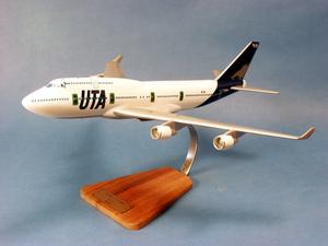 maquette d'avion Boeing 747-400 - UTA  Big Boss  -48 cm Pilot's Station Quirao idées cadeaux