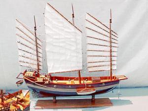 maquette de bateau, voilier, runabout Jonque chinoise peinte - 82 cm Old Modern Handicrafts Quirao idées cadeaux