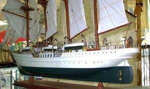 maquette de bateau, voilier, runabout Esmeralda peint - (coque 80 cm) Old Modern Handicrafts Quirao idées cadeaux