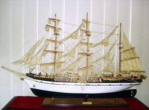maquette de bateau, voilier, runabout Gorch Fock - (coque 80 cm) Old Modern Handicrafts Quirao idées cadeaux