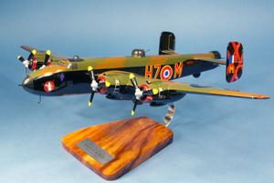 maquette d'avion Halifax B.VI 346 Sqn  Guyenne  - 52 cm Pilot's Station Quirao idées cadeaux