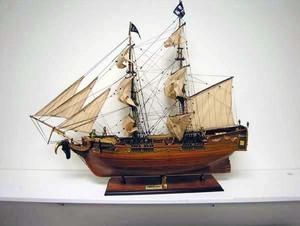 maquette de bateau, voilier, runabout Bateau Pirate - (coque 80 cm) Old Modern Handicrafts Quirao idées cadeaux