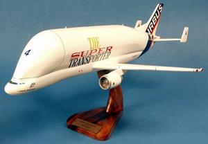 maquette d'avion Beluga Airbus A.300-600ST n°4 - 58 cm Pilot's Station Quirao idées cadeaux