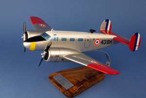 maquette d'avion Beech Aircraft 18 Expediter F.A.F- 44 cm Pilot's Station Quirao idées cadeaux