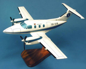 Pilot's Station 242  Embraer 121 Xingu  Miniature avion 1/32  le plus grand