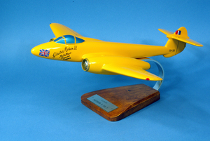 maquette d'avion Gloster Meteor MK3 - Yellow Peril EE455 - 40 cm Pilot's Station Quirao idées cadeaux