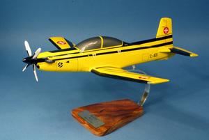 maquette d'avion Pilatus PC-9 Swiss Air Force - 42 cm Pilot's Station Quirao idées cadeaux