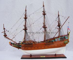 maquette de bateau, voilier, runabout Batavia - coque 80 cm Gia Nhien Quirao idées cadeaux