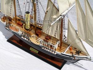maquette de bateau, voilier, runabout Endurance - coque 65 cm Gia Nhien Quirao idées cadeaux