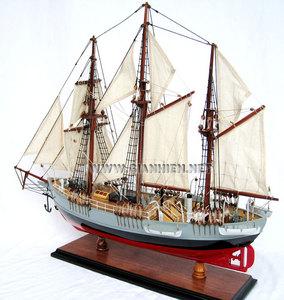 maquette de bateau, voilier, runabout Fram - coque 50 cm Gia Nhien Quirao idées cadeaux