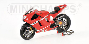 miniature de moto Ducati Desmo GP8 Giuntou Minichamps Quirao idées cadeaux