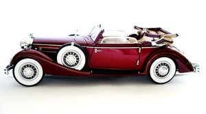 miniature de voiture Horch 853 miniature voiture rouge ouverte au 1:24e CMC Modelcars Quirao idées cadeaux