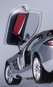 miniature de voiture Mercedes SLR Mac Laren 2002 argent (1:12e) CMC Modelcars Quirao idées cadeaux