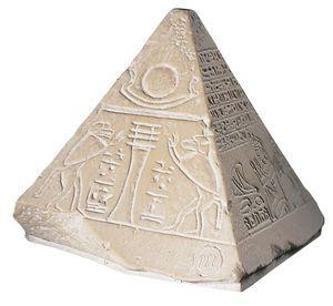 promotion sur Petit pyramidion (résine)