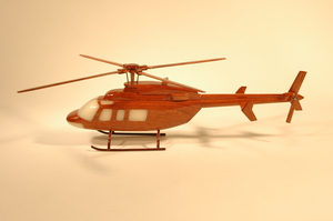 maquette d'helicoptère Bell 407 - 42 cm La Collection d'Avions Quirao idées cadeaux