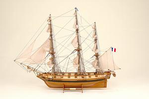 maquette de bateau, voilier, runabout Astrolabe - 57 cm Historic Marine Quirao idées cadeaux