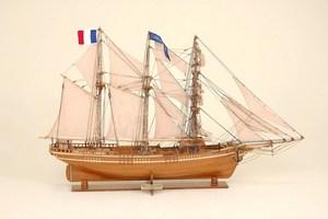maquette de bateau, voilier, runabout Cote d'Emeraude Historic Marine Quirao idées cadeaux