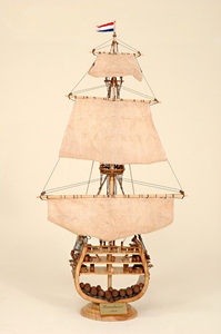 maquette de bateau, voilier, runabout Friesland Coupe Historic Marine Quirao idées cadeaux