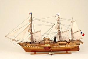 maquette de bateau, voilier, runabout Orénoque Historic Marine Quirao idées cadeaux