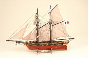 maquette de bateau, voilier, runabout Toulonnaise Historic Marine Quirao idées cadeaux