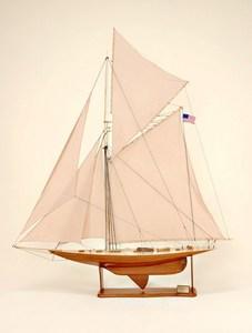 maquette de bateau, voilier, runabout Vigilant - 104 cm Historic Marine Quirao idées cadeaux