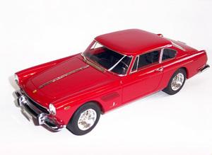 miniature de voiture Ferrari 250 GT 2+2 road car MG Model Plus Quirao idées cadeaux